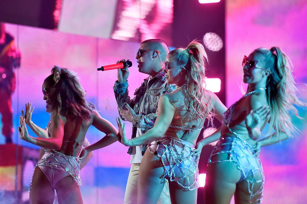 Големите победители на наградите Грами за латино музика (СНИМКИ)