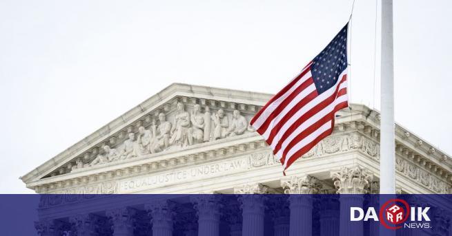 САЩ издадоха първия полово неутрален паспорт, съобщиха от Държавния департамент.