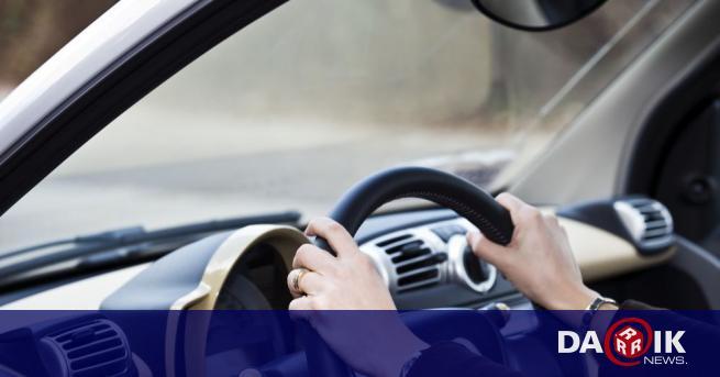 Хванаха шофьорка без книжка за пореден път в Русенско, съобщиха