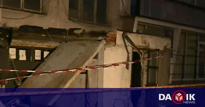 Мъж пострада при срутване накозирка на жилищен вход в столичния