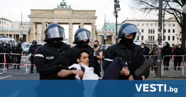 Б ерлинската полиция използва днес сълзотворен газ срещу голям протест