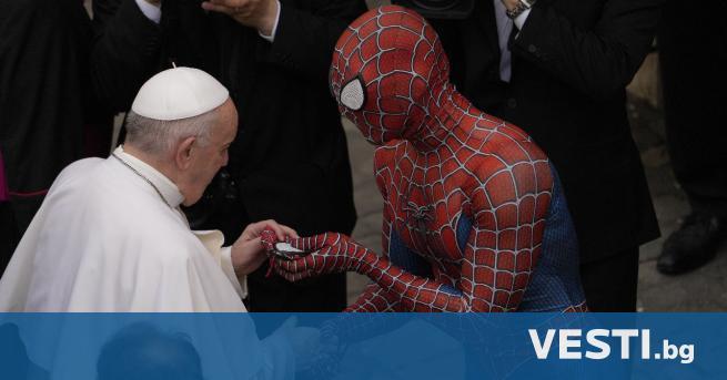 С пайдърмен се появи на традиционната обща аудиенция при папа