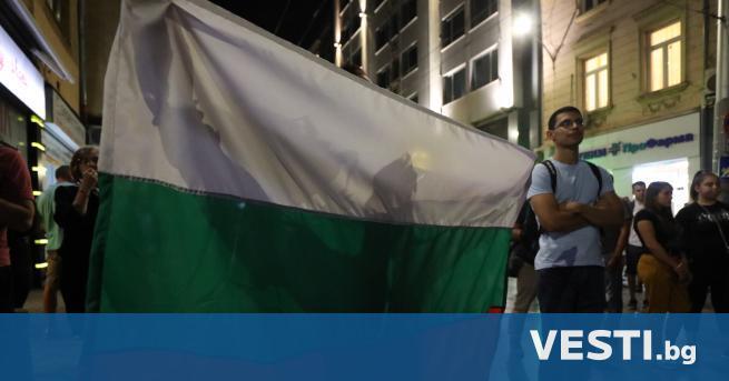 """а площад """"Независимост"""" в София се събират участниците в 75-ия"""
