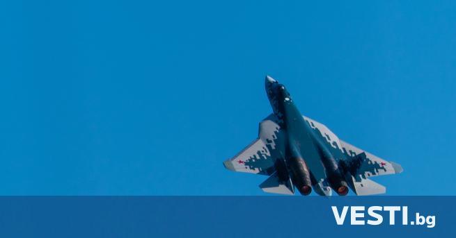 """уски пилот изуми света с """"топлес"""" полет - без капак"""