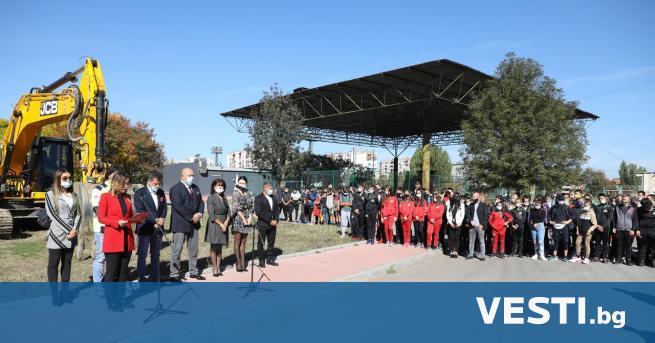 инистърът на младежта и спорта Красен Кралев и кметът на