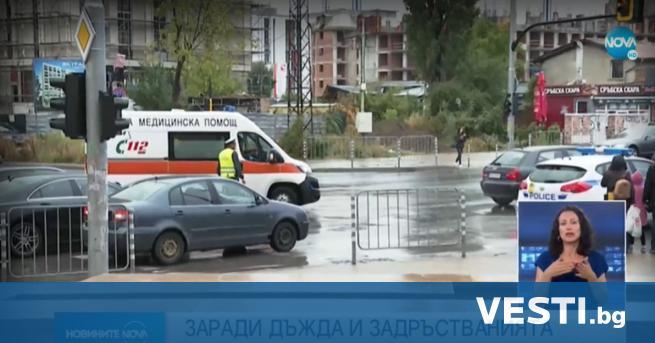 тотици клиенти на мол в София се оказаха блокирани за
