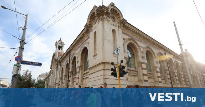 П ротестиращи направиха жива верига в София в защита на