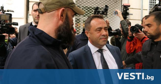 ившият зам.-министър по околната среда и водите Красимир Живков остава