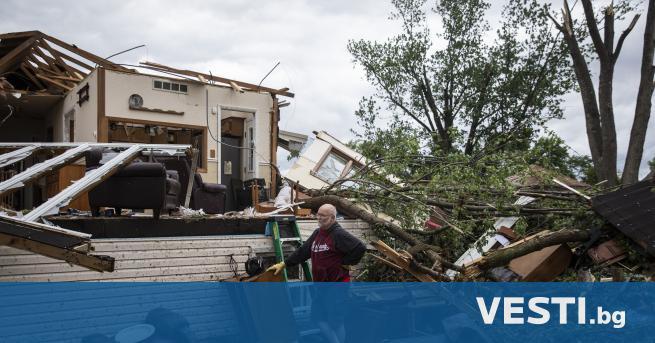 Т орнадо мина през гъсто населени предградия на американския град
