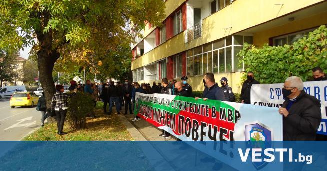 нес полицаите от Благоевград, подобно на колегите имот други градове