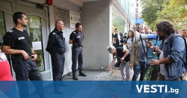 """ротестиращи направиха """"блокада-изненада"""" в понеделник сутрин пред офиса на областната"""