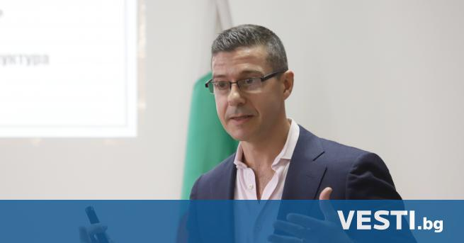 енералният директор на Българското национално радиоАндон Балтаков подаде оставка.Той е