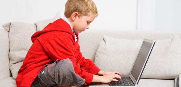 дете деца таблет лаптоп интернет онлайн технологии