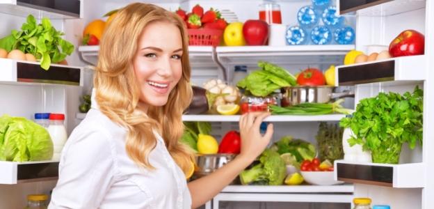 жена плод зеленчук хладилник