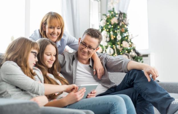 семейство таблет деца коледа празник фейсбук технологии