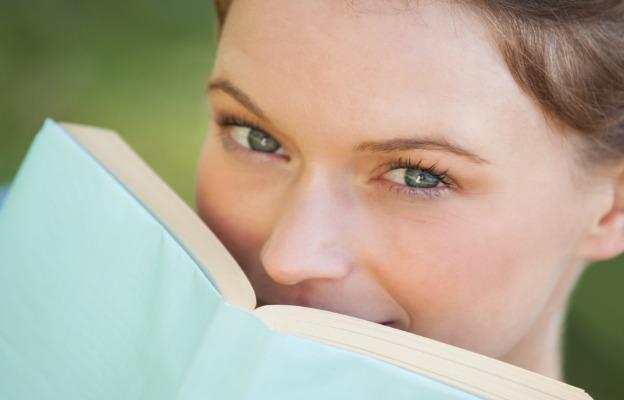 жена книга сини очи