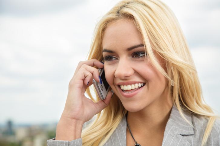 Затваряйте телефона: Имаме ужасния навик да пренебрегваме непосредствената си работа само защото телефонът звъни. Освен ако не сте лекар, вдигането на телефона ВЕДНАГА рядко е наложително. Ценете времето си и не го пилейте в празни разговори.
