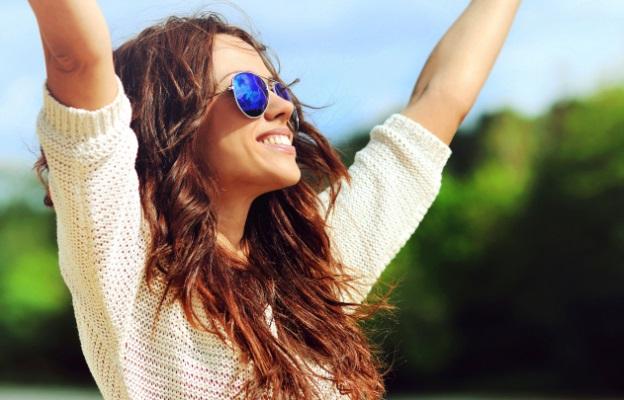 жена смях радост щастие