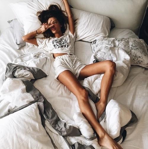 жена сън спане легло