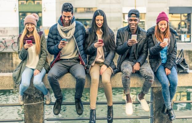 социални мрежи телефон