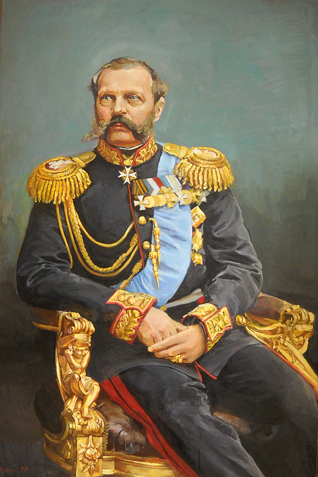 Една от картините с размери 120/80 см представлява портрет на руския император Александър II,