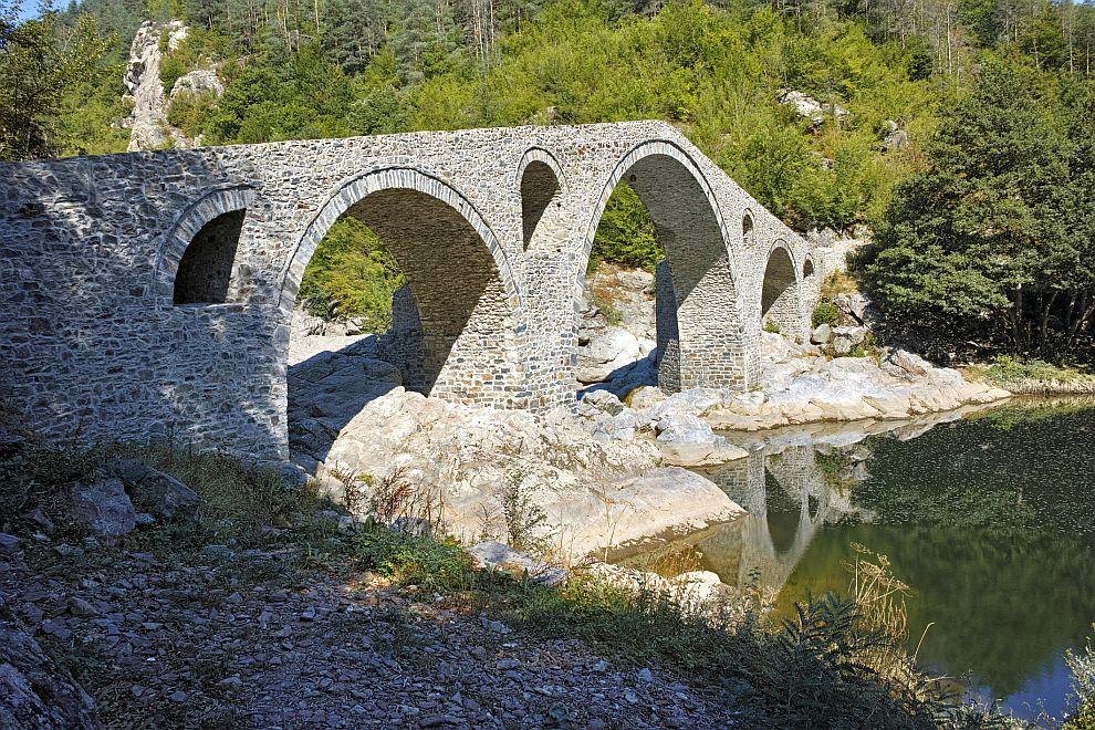 Една от легендите за Дяволския мост над река Арда разказва, че турци гонели българска девойка, но когато тя минала по моста, на тях им се сторило, че виждат Дявола под него, затова се отказали да я гонят и тя се спасила.