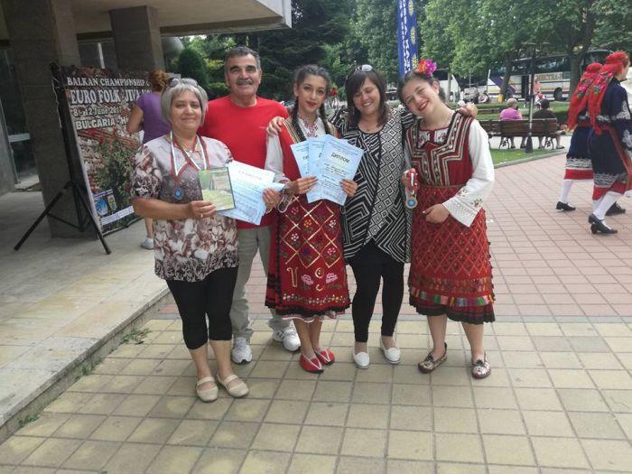 Самодейци от Баня спечелиха медали и грамоти от Балкански шампионат по фолклор