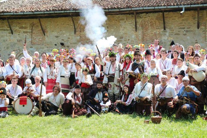 Подгорски пушки гърмяха на голямата българска сватба в Арбанаси