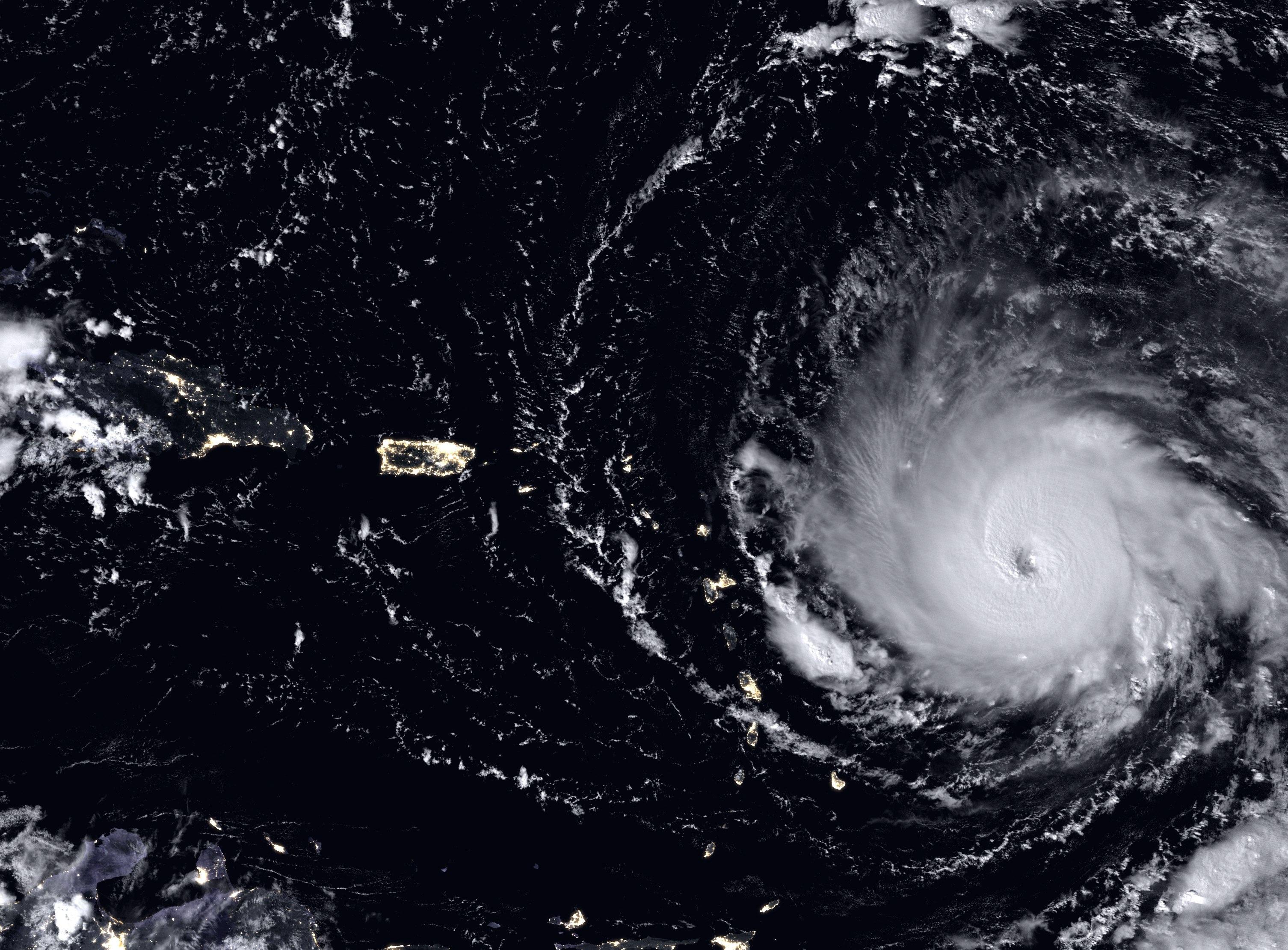 """Ураганът """"Ирма"""" от космоса"""