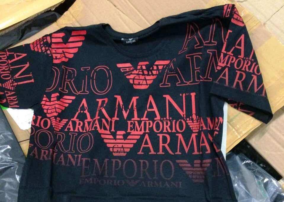 a8ab81e2927 4 296 текстилни изделия - всички - имитации на световноизвестни марки,  откриха инспекторите в камиона