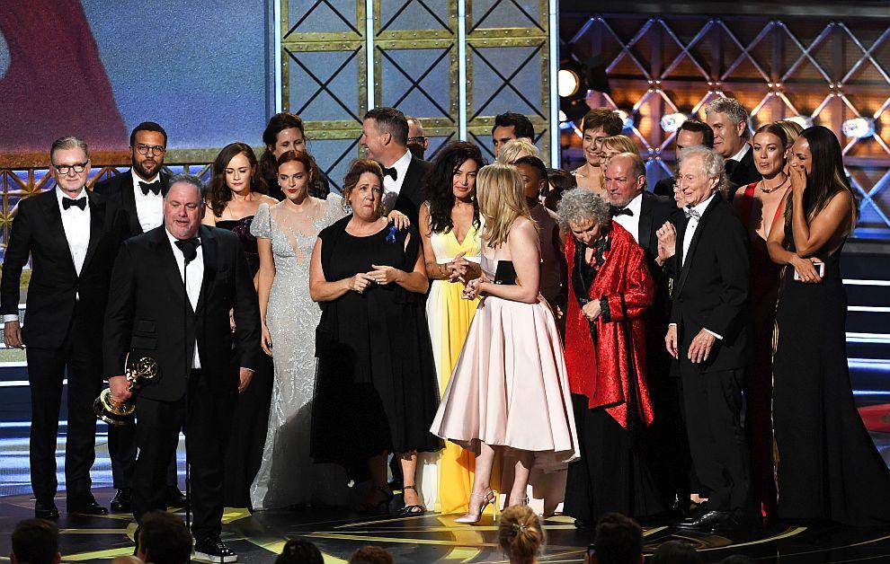 """""""Историята на прислужницата"""" стана първата стрийминг платформа, спечелила водещо отличие на наградите Еми"""