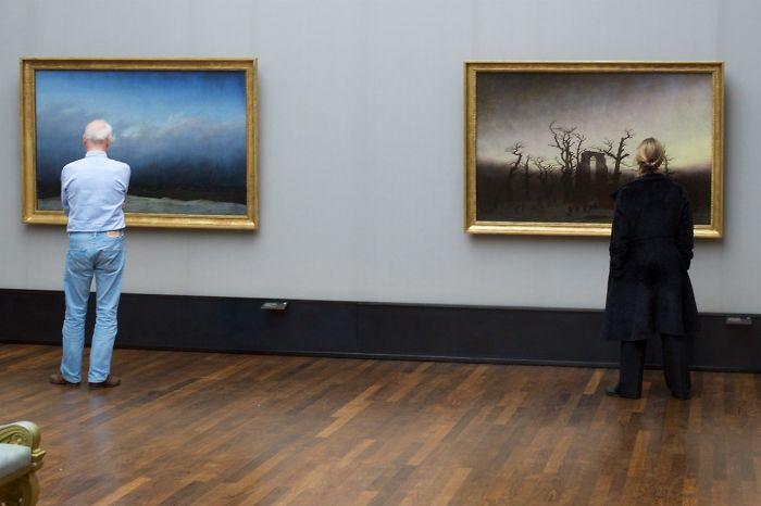 За повечето хора музеите може би са скучно място, но един фотограф показва коренно различна страна на нещата. Французинът Стефан Драшан прекарва часове в художествени галерии в Париж, Виена и Берлин, докато не улови точния момент.