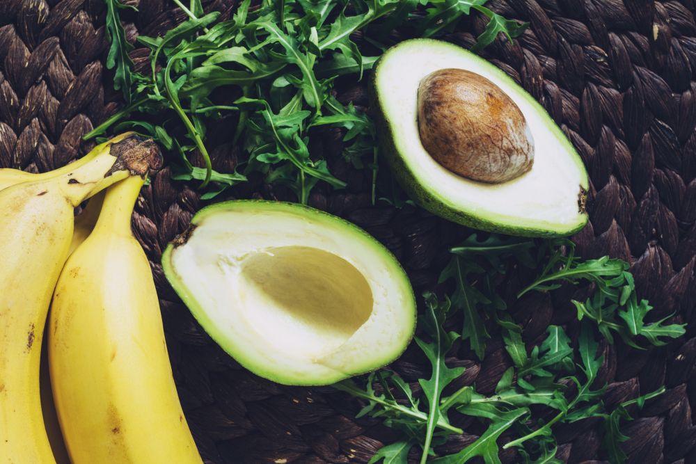 <strong>Авокадо </strong><br> <br> Авокадото е известен афродизиак. То е богато на ненаситени мазнини и това го прави полезно за сърцето и артериите, което от своя страна спомага сексуалната функция.