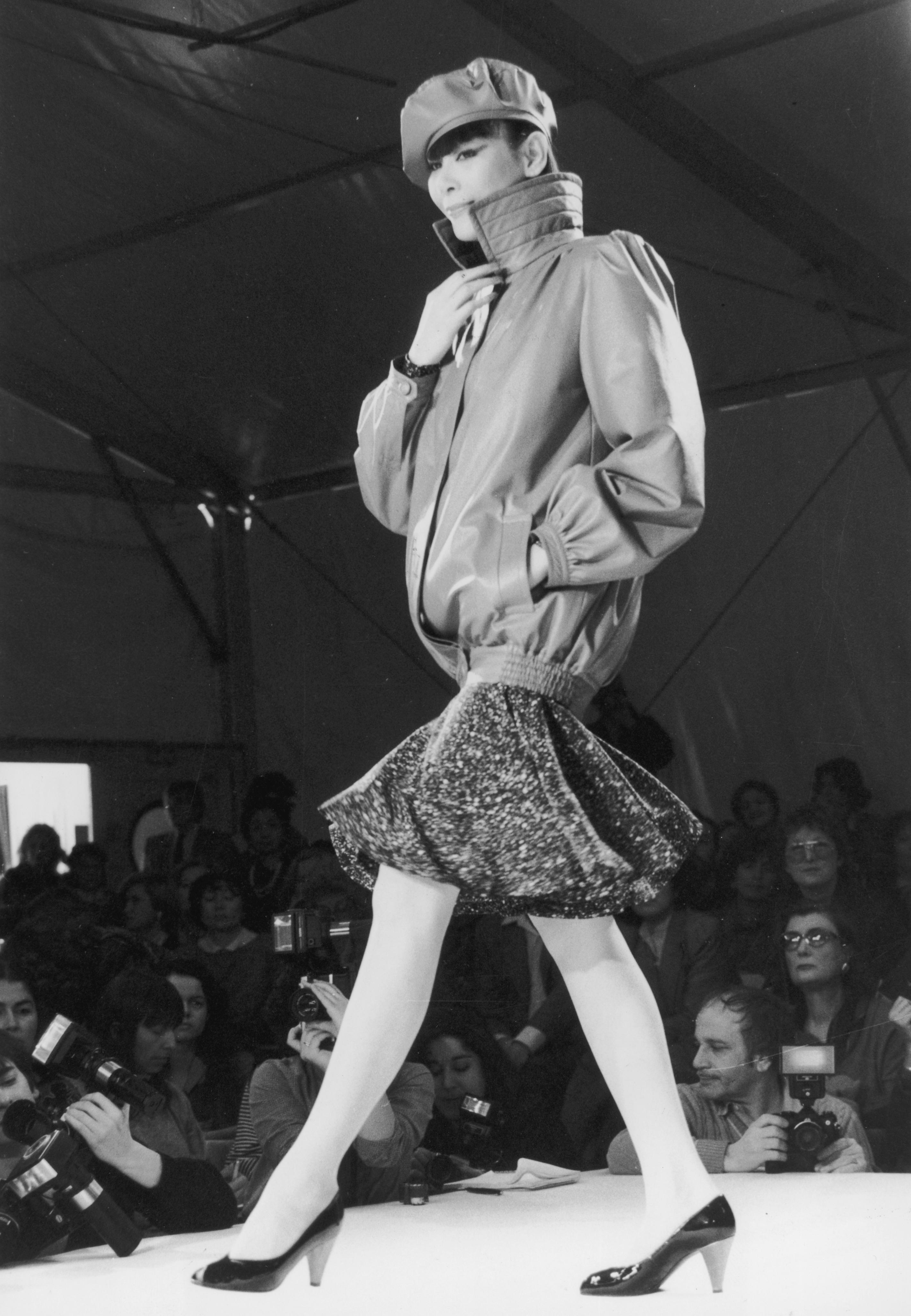 1982 г., и кожените якета с висока яка и ластика в долната част
