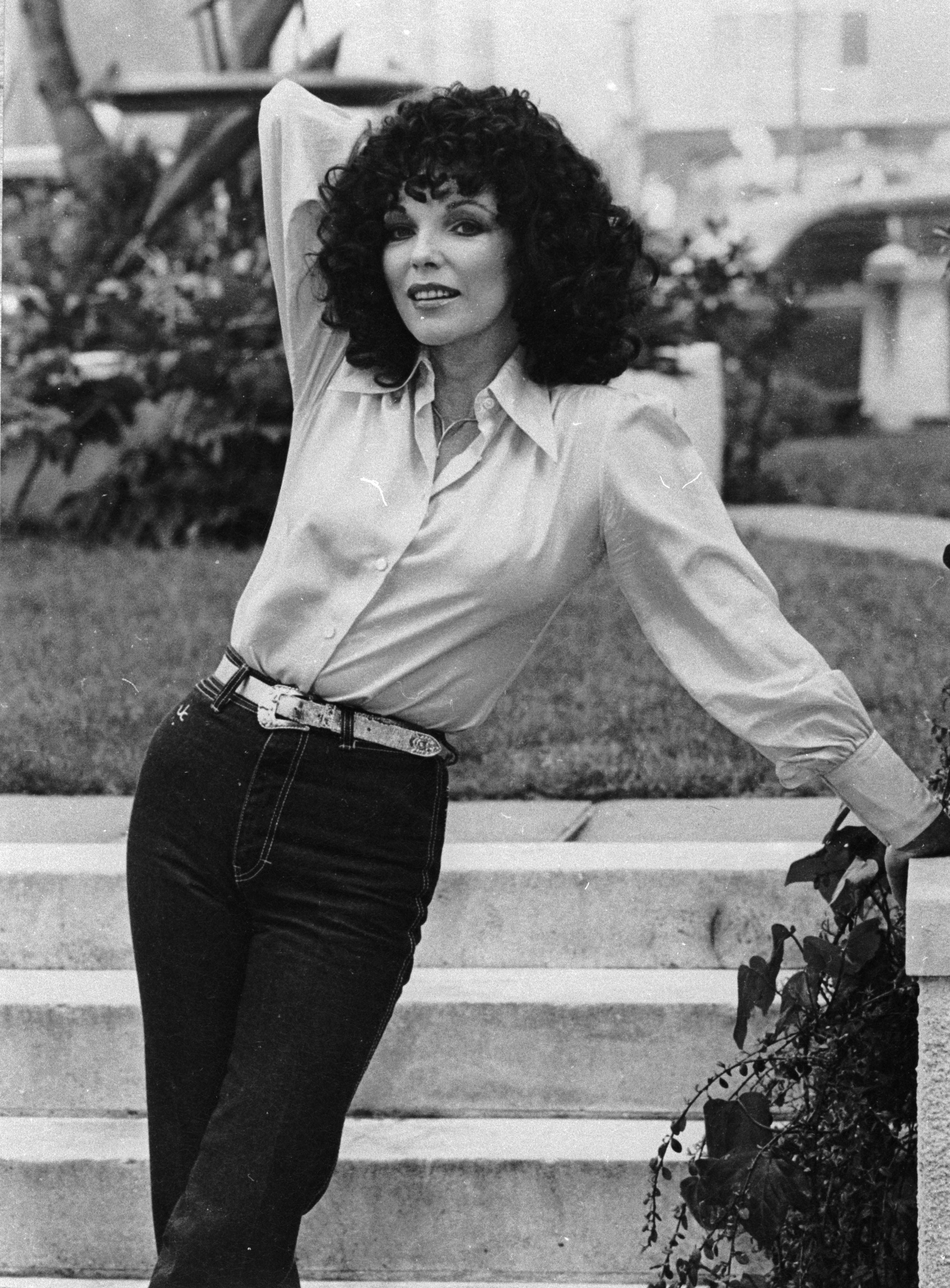 1984 г., Дънките вече все повече навлизат като част от модата. Чарлстоните вече са в историята.