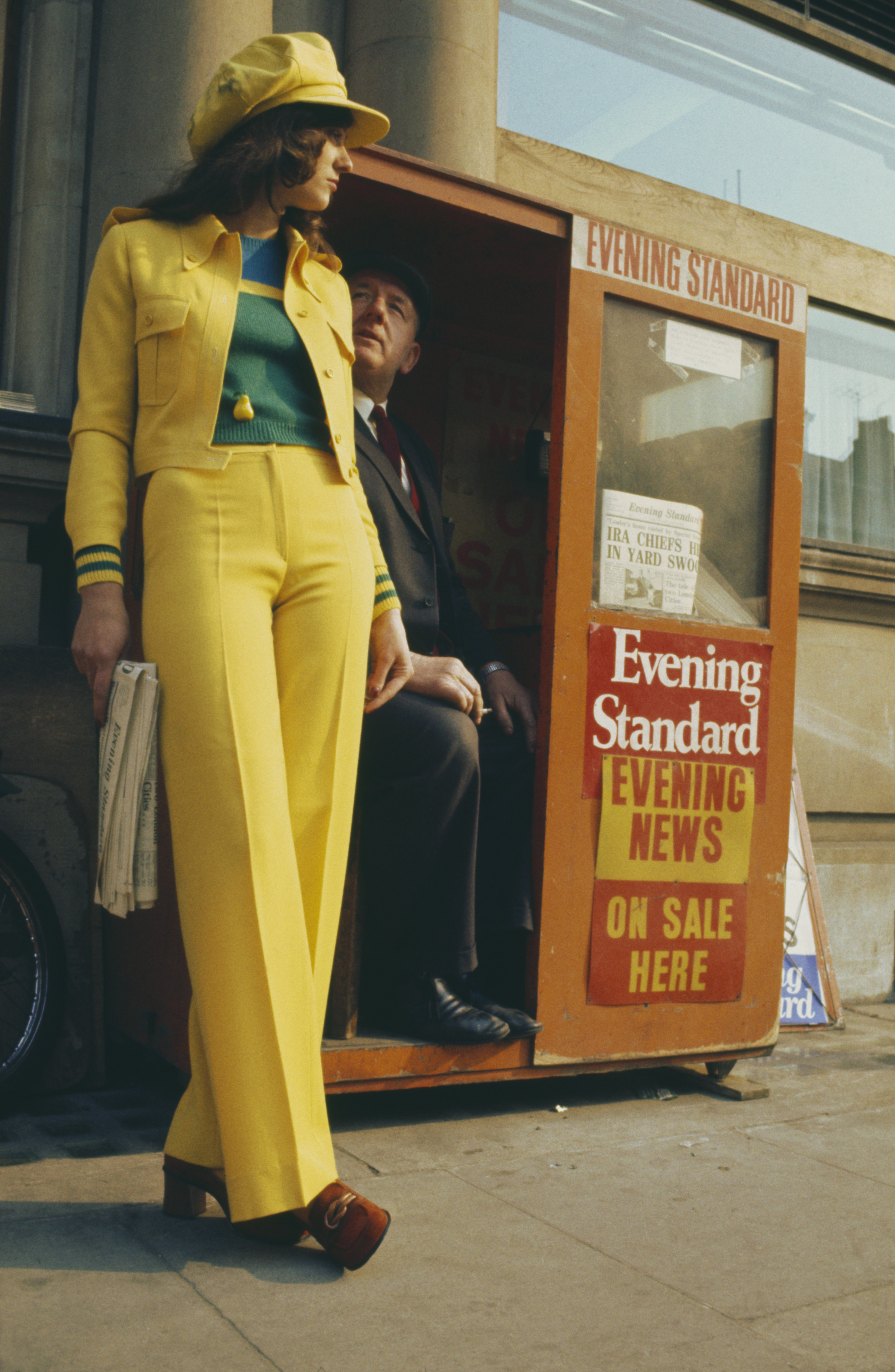 1975 г., късото и вталено сако започва да пробива в света на модата.