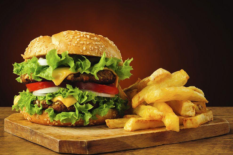 Диетоложка препоръча да ядем по два бургера, вместо един с пържени картофи