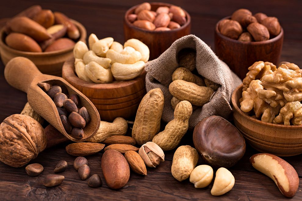 Редовната консумация на ядки е свързана с намаляване на сърдечните заболявания, случаите на диабет и високо кръвно налягане