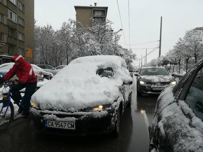 кола сняг стъкло