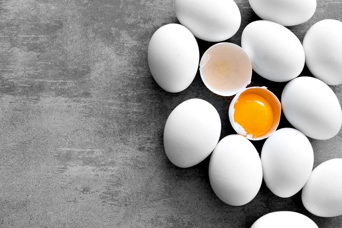 Белтъци<br /> Модерно е да се избягва яденето на жълтъците на яйцата за сметка на техните белтъци. Причината – хранителните експерти смятат, че жълтъците повишават нивата на холестерола ни.<br /> Това е така, но би имало значение за хората, които наистина имат висок холестерол, а повечето от нас, които се стремят към здравословен начин на живот, не са сред тях.<br /> Оказва се още, че така или иначе, ако нямаме висок холестерол, ограничаването на храните с високо съдържание на холестерол, няма да повлияе на нивата му в кръвта ни.
