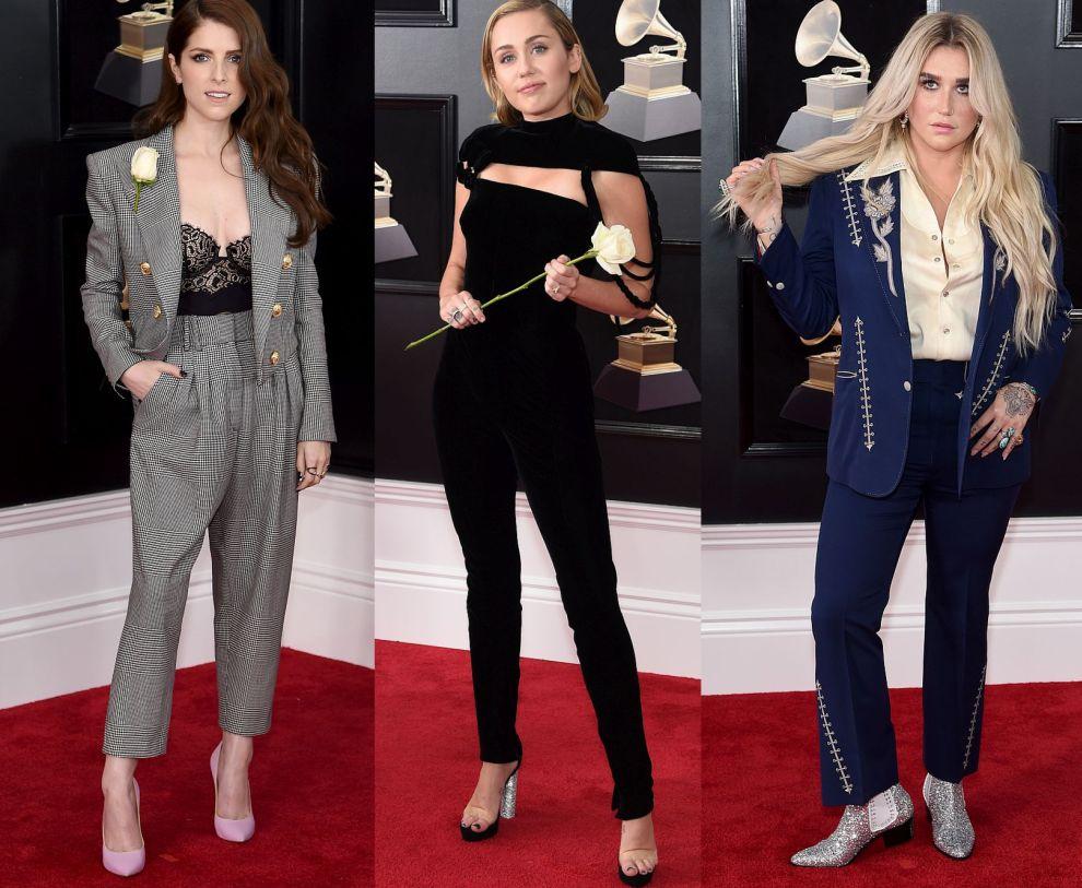 """Майли Сайръс с черен прилепнал гащиризон на Жан Пол-Готие, Ана Кендрик със сив костюм, съчетан с черно дантелено бюстие, и Кеша с морскосин """"кънтри"""" костюм в съчетание с кремава риза."""