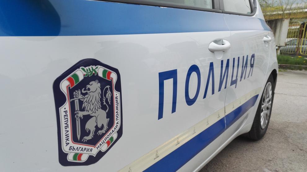 Криминално проявен нападна полицейска служителка по време на ...