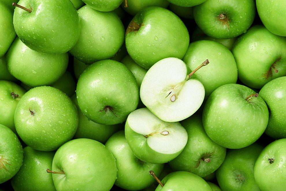 Специалистите препоръчват срещу гадене да консумираме зелени ябълки по време на полет