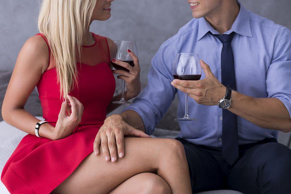 Както мъжете, така и жените са по-склонни към афери на възраст от 23 до 29 години