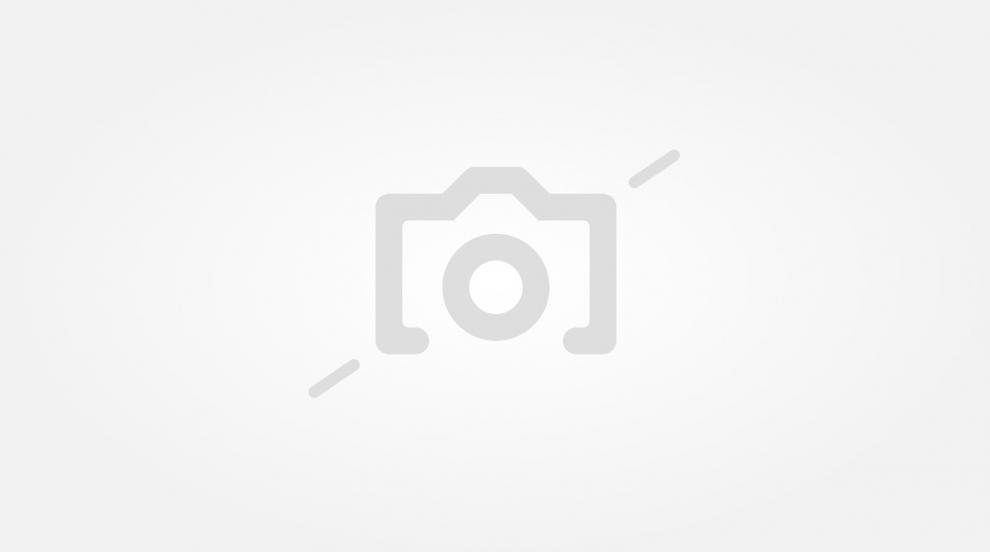 Запалиха гума пред дома на бургаски фоторепортер (СНИМКИ)
