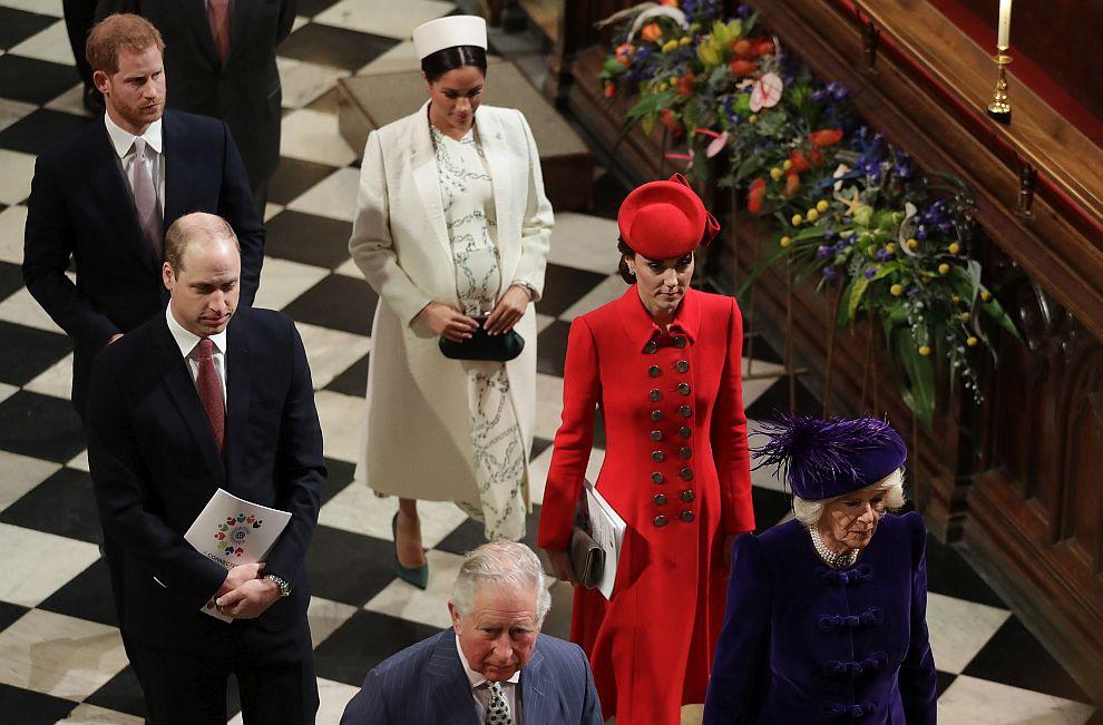 Принц Чарлз със съпругата си Камила, принц Уилям със съпругата си Катрин и принц Хари със съпругата си Меган в Уестминстърското абатство