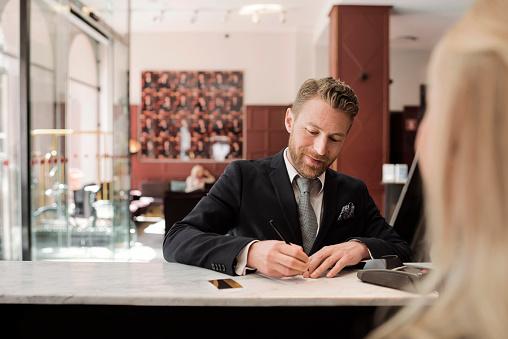 Домакинствата у нас харчат за ресторант и хотел под 7% от общия си доход