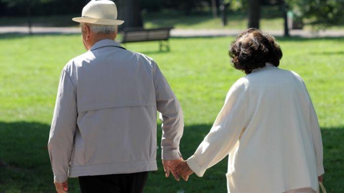 Кои пенсионери взимат по-големи пенсии