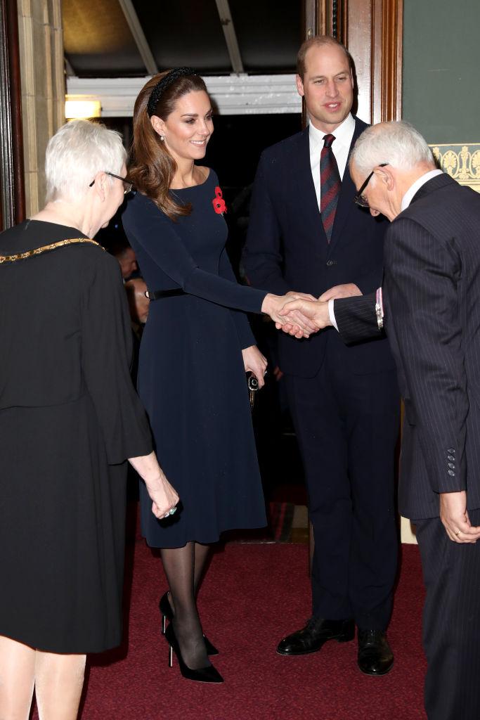 принц Уилям принц Хари Меган Маркъл Кейт Мидълтън кралица Елизабет кралско семейство