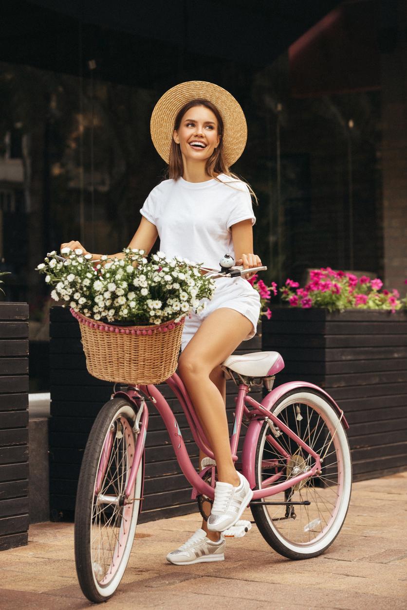 жена колело лято забавно усмивка